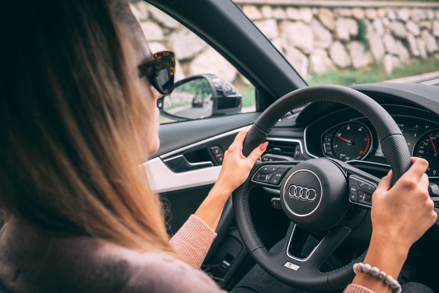 'For women only' ride-sharing app makes waves in Canada