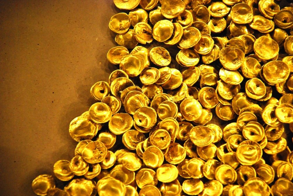 Megamergers redefine Canadian gold industry