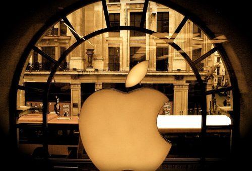1024px-Apple_store_regent_street_london_-_Flickr_-_jonrawlinson