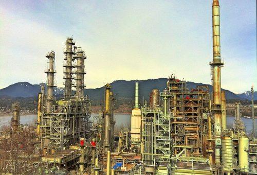 1024px-Oil_refinery_canada
