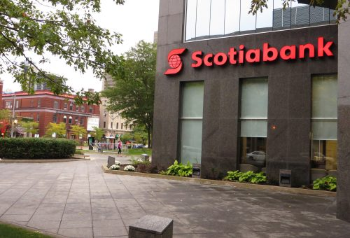 Investors eye Scotiabank stock with cautious optimism 1