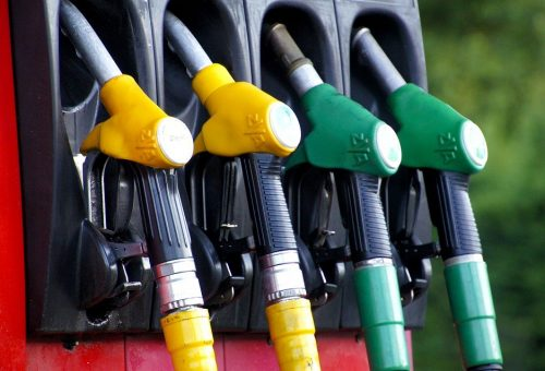 Low gas prices and auto sales pull down Canadian retail sales in November 1
