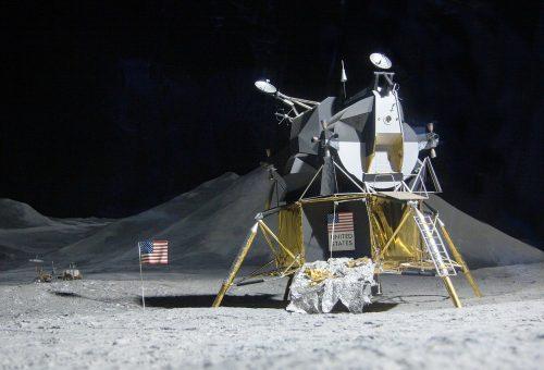 moon-landing-193761_1280