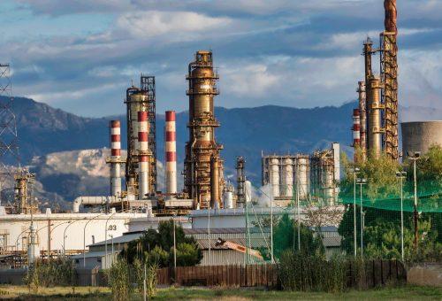 refinery-3400043_1920